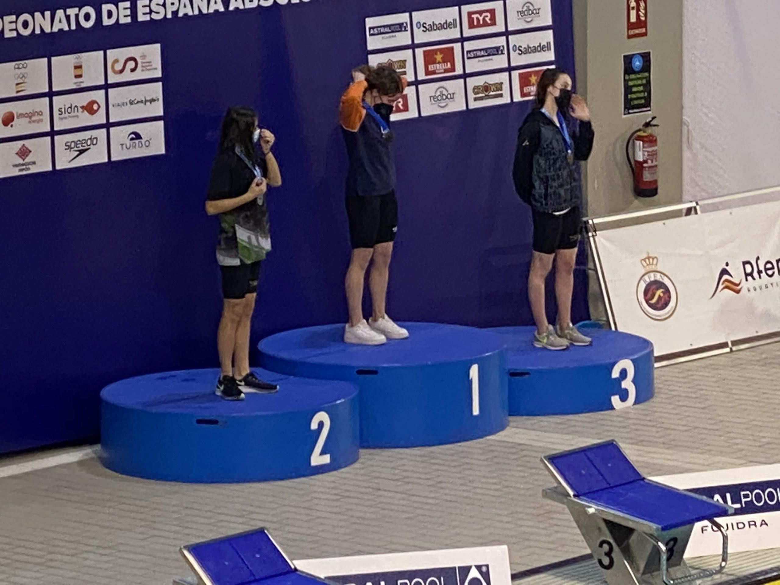 Ana Cernandas bate el Record Gallego de 100m espalda y consigue el bronce en el Campeonato de España Junior.